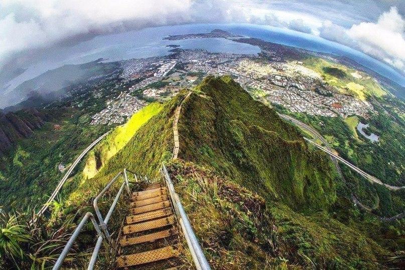 Хайку - лестница в небо на острове Оаху. Гавайи
