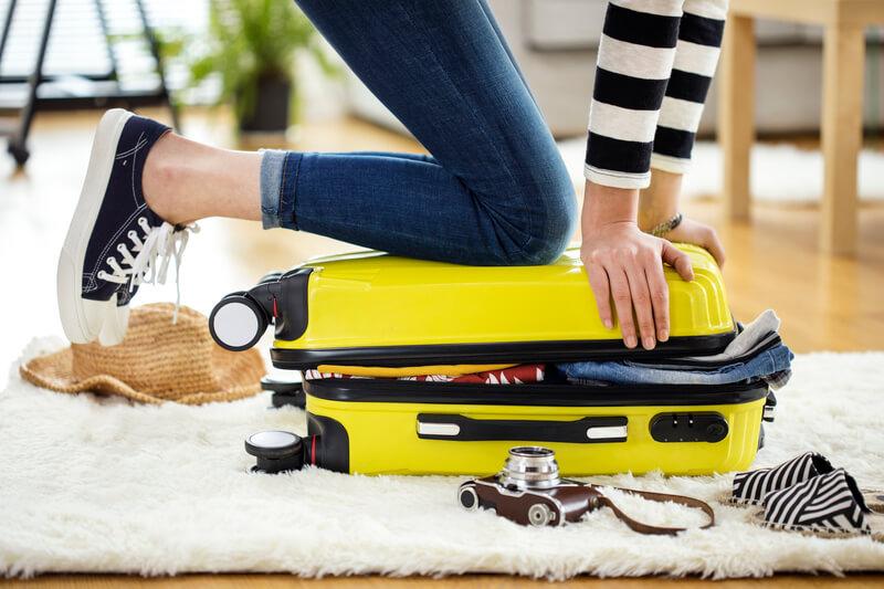 Как компактно сложить вещи в чемодан?