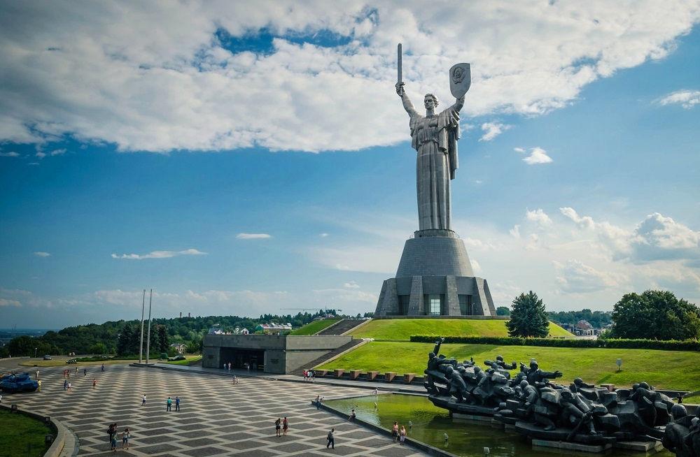 Монумент Родина-мать в Киеве.