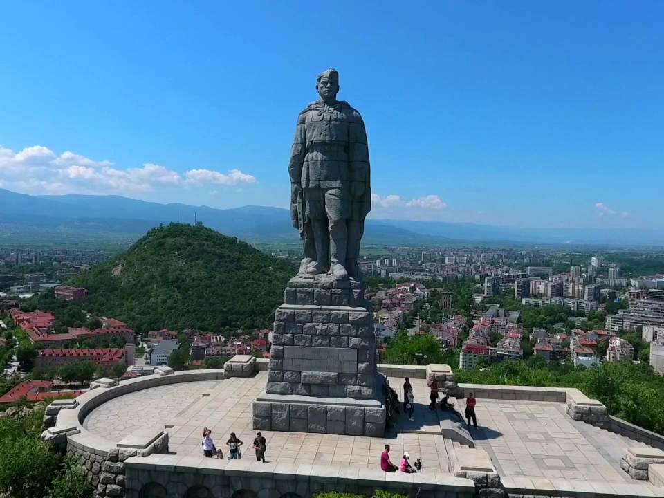 Памятник советскому солдату-освободителю Алеше в болгарском городе Пловдив