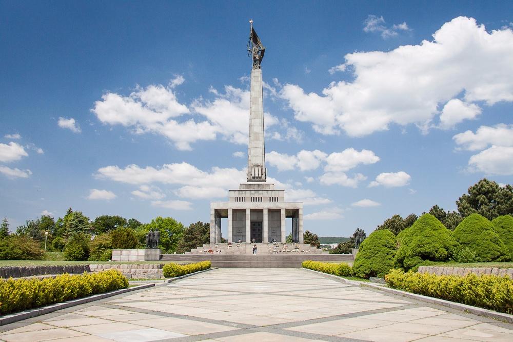 Мемориальное кладбище и памятник на горе Славин в Братиславе