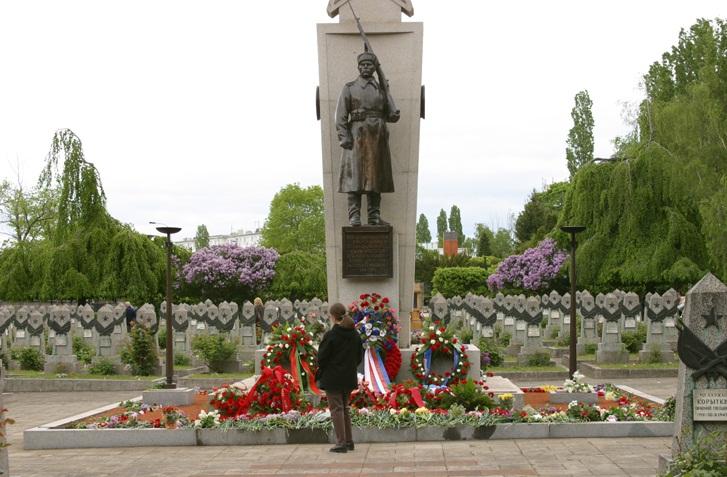 Мемориал «Советским воинам, павшим за свободу и независимость Чехословакии»