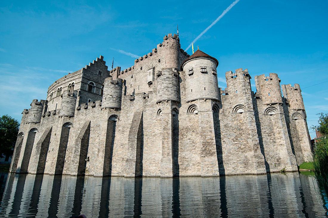 Замок графов Фландрии.