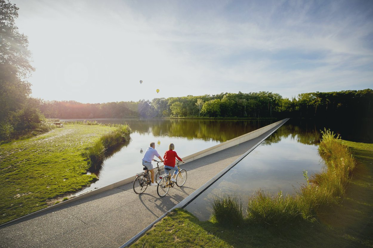 """Велосипедная дорожка """"Cycling Through Water"""""""